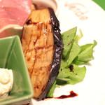 ヴィヴィ ヴェルデ - 前菜盛り合わせ:茄子のマリネ・バルサミコソースかけ&ルーコラのサラダ '13 12月中旬