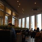 タリーズコーヒー - 広い窓からの眺め
