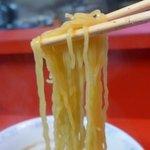 他我 - 麺は縮れがある細麺