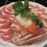 ちゃんこ料理霧島 - ロースとバラ肉の2種類