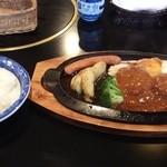 肉道楽いろは - ハンバーグ定食(840円)
