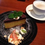 寺蔵カフェ - カボチャとチョコレートのケーキ