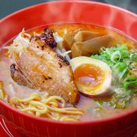 ラーメン 賀丸屋 - 本場北海道仕立ての味噌仕立ての濃厚な辛味噌スープに  こしのある中太麺とのマッチングは感動の一杯です。