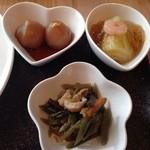 里 - 山形の味(白菜の煮凝りかけ、山菜の炒り煮、玉こんにゃく)