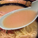 一蘭 - しっかりめの醤油豚骨スープ。