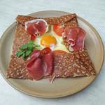 ブレッツカフェ クレープリー - パルマ産生ハムのガレット