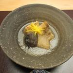 青山 仁 - ノドグロ、原木椎茸、海老芋のおろし煮