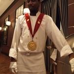 ロウリーズ・ザ・プライムリブ 大阪 - 金メダルは店にプライムリブをカットすることを許された証なんだそう