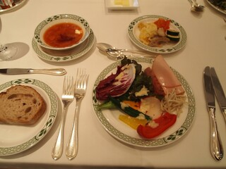 ロウリーズ・ザ・プライムリブ 大阪 - 最初はサラダブッフェを食べる