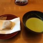 本陣 平野屋 花兆庵 - 料理写真:お茶とお菓子