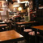横浜すきずき - 店内(厨房から入り口方面)