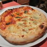 23557711 - ピザはハーフ&ハーフ1,630円。