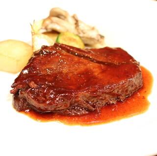 パニエ ド レギューム - 牛肉の赤ワイン煮