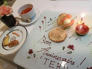 イグレック アサイ - (Les Derrert)サプライズプレートで☆(Cafe ou the)ストレートティー☆(Putit fours)オレンジピール、コーヒーエクレア、洋梨ラベンター☆