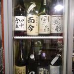 サケとスミビとロシュタン - 内観写真:お酒は日本酒40種類、焼酎20種類、ワイン30種類と幅広くご用意してます☆
