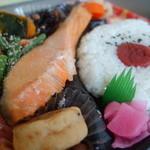 三河屋 - 鮭弁当¥498-