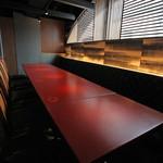 鉄板焼 黒田屋 - テーブル席(2~12名様・喫煙可)。1フロアー貸切もしくはパーテーションで区切ってのご利用も可能です。