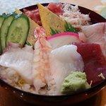 竹の浦 飛翔閣 - 今回のちらし寿司は、ぶり、マグロ、イカ、エビ、タコ。カニ