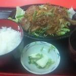 ミッチー中華飯店 - 焼肉定食\1050。とんかつ定食と並んで、こちらの人気の定食のひとつ