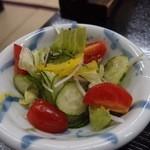 山の宿 新明館 - 料理写真:パプリカ入りのサラダです。