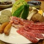 地鶏屋 膳  - Aセットの地鶏のお肉、牛肉つくね、野菜など 二人前