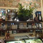 カフェレストラン フィガロ - 花器は変わってもカサブランカ