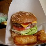 ビッグスマイル - 料理写真:チーズバーガー