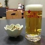 べにばな亭 - お通し&生ビール