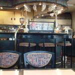 カヴァヌーラ - テーブル席からカウンター