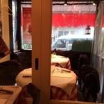 パリのワイン食堂 - 窓際席
