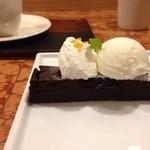 CAFE HAYASHIYA - 酒粕のガトーショコラ