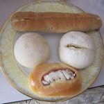 パンクープ - 料理写真:くるみるく(上)、おさつホワイト(右)、ウィンナーポート(下)、ふんわフォンダ(左)