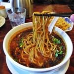 23594955 - 黒胡麻坦々麺の麺具合