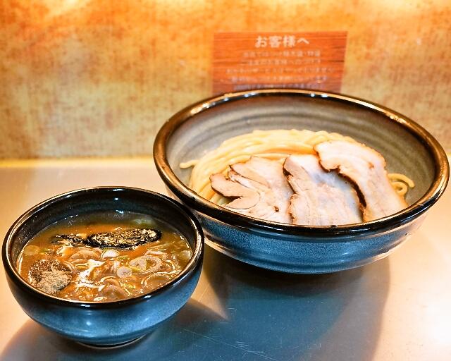 豚骨一燈 - 2014.1 チャーシュー濃厚魚介つけめん(950円)+大盛り券(100円)麺量は大盛り400g