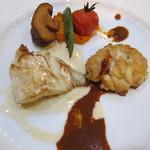 あんぷ~ - メインの鱈と白子のソテー、白ワインと海老味噌のソースで