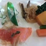 23599646 - サーモンのカルパッチョと野菜