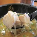 23599736 - 鶏魚介だそうで、非豚骨になります。                       ダイスカットの鶏チャーシューが3切れ入ってます。