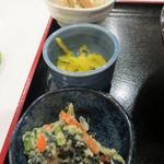 ホテルセレクトイン青森 - 白和え、香の物、筍の煮物