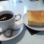 喫茶ローヤル - 料理写真:2014.01 モーニングセット300円、コーヒー&耳なしトースト