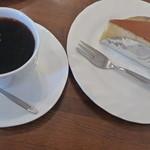 かしの木 - ブレンドコーヒーとチーズケーキ