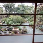 かふぇ ごじんや - 部屋から見える日本庭園