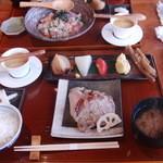 き八 - 黒宝豚の炭火焼き膳(1,350円)