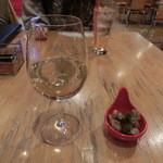 バル パサポルテ - グラスワイン(白)とお通し