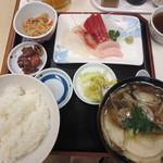勢登鮨 八食センター支店 - せんべい汁定食 刺身付き 1300円