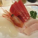 勢登鮨 八食センター支店 - 四種盛りの刺身