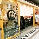 金沢まいもん寿司 - 金沢百番街 おみやげ館ぐるめ小路にあるお店の外観