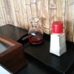 菊乃家 - 胡椒とラー油。