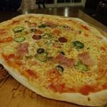 シーナッツ - 料理写真:チーズにこだわったシーナッツの特製ピザ