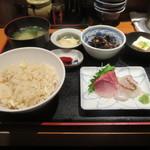 魚日和 - 鯛めし定食(800円)お造り付