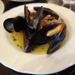 ナポリピッツァ Pizzeria la Rossa - ムール貝の白ワイン蒸し